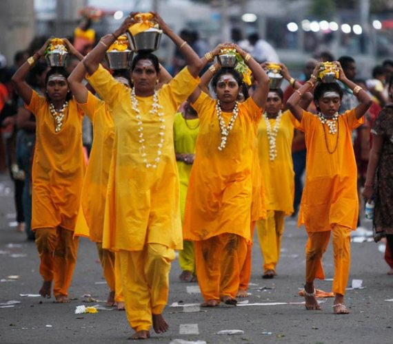 wanita-wanita Hindu