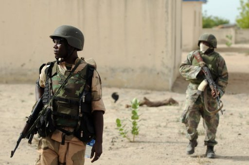 Tentara Nigeria berpatroli di Borno state dekat maiduguri 5 juni 2013